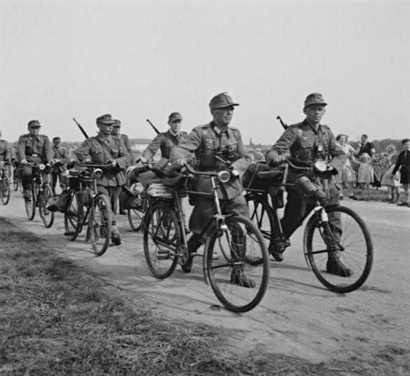 Les vélos de l'armée Allemande ww2 - Page 2 Ghdrh110