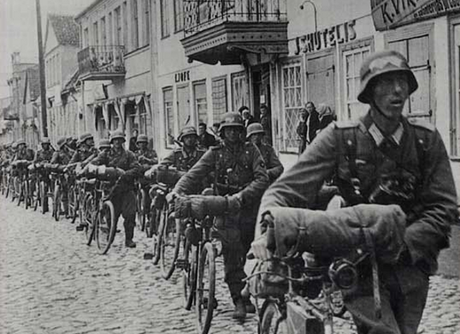 Les vélos de l'armée Allemande ww2 - Page 2 Qeggr110