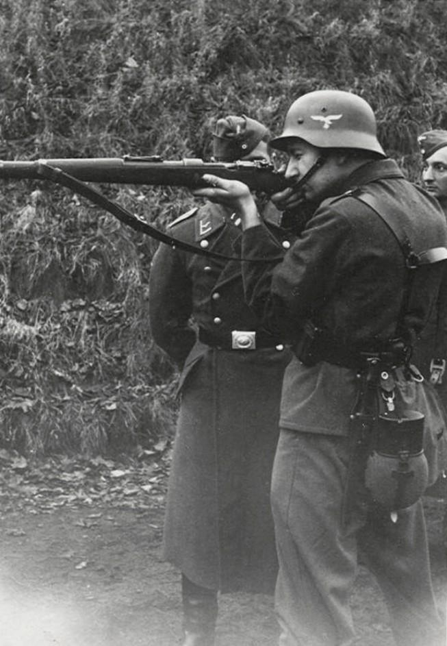 Les soldats de la Luftwaffe à l'instruction Truppb10