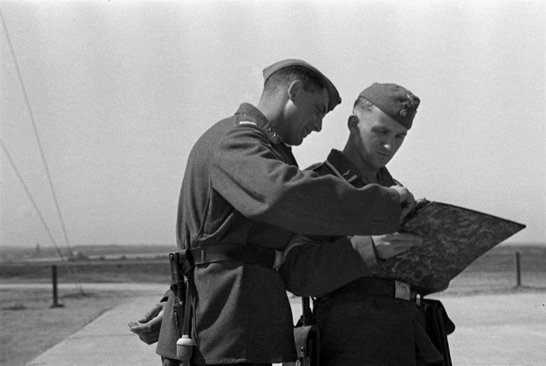 Les soldats de la Luftwaffe à l'instruction Zqfqe110