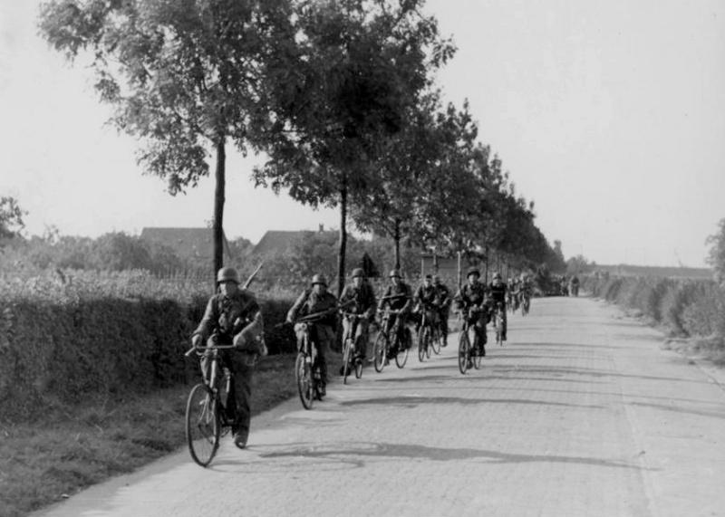 Les vélos de l'armée Allemande ww2 - Page 2 Zrhjze10