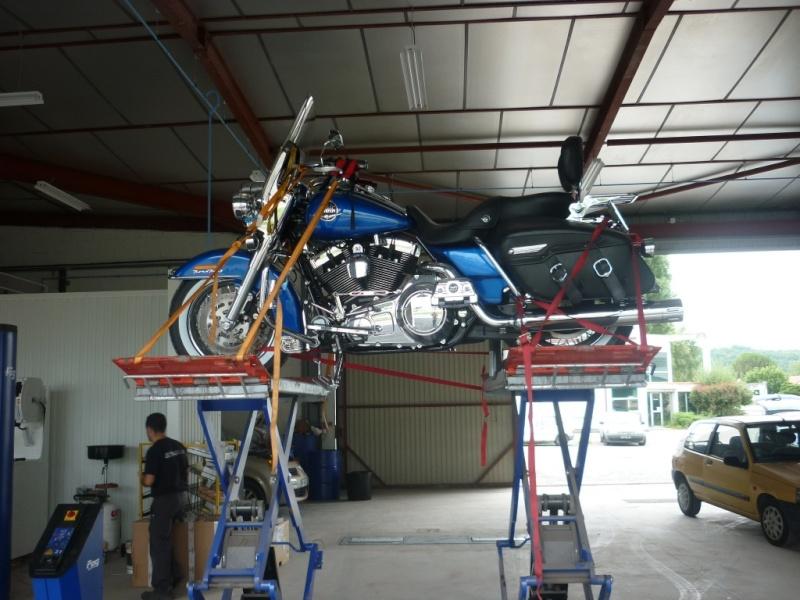 A qui est cette moto ? Img_0110