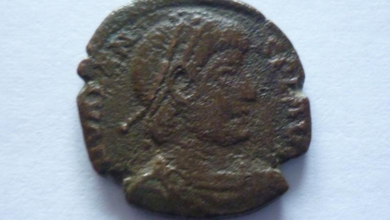 Bronze de valens pour l' Atelier d' Aquilée (368/389). P1030511