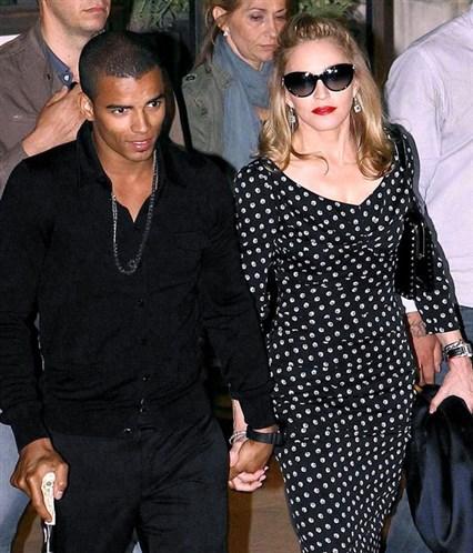 Beyoncé et Madonna en Marie-Antoinette ?  - Page 4 8f094810