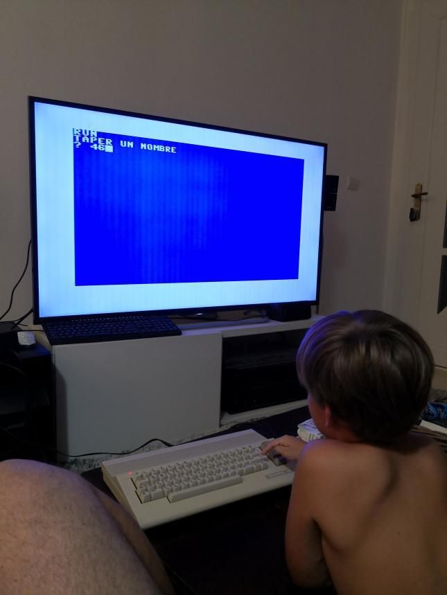 Un Commodore 128 et 64 à retaper...Un peu paumé. 20200810