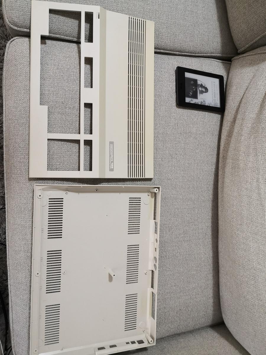 Un Commodore 128 et 64 à retaper...Un peu paumé. Img_2020