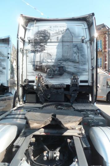 camions decorés - Page 2 Dos_112