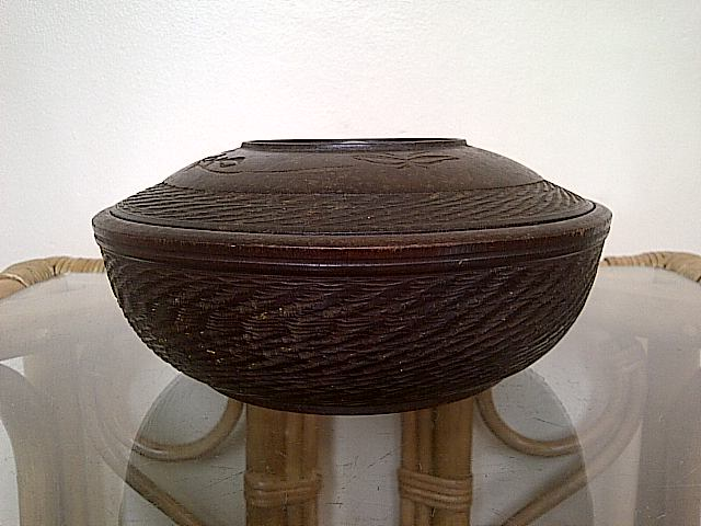 treen dish server with lid, where is this bowl with lid from? Img-2143