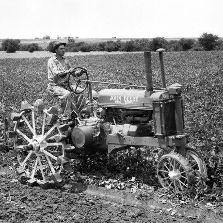 Tracteur ancien 0aa32310