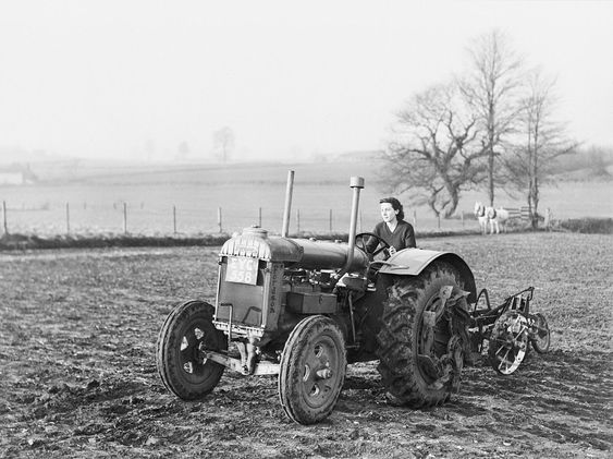 Certaines Photos date de 1939  Les femmes remplace les hommes parti a la guerre  2973df10