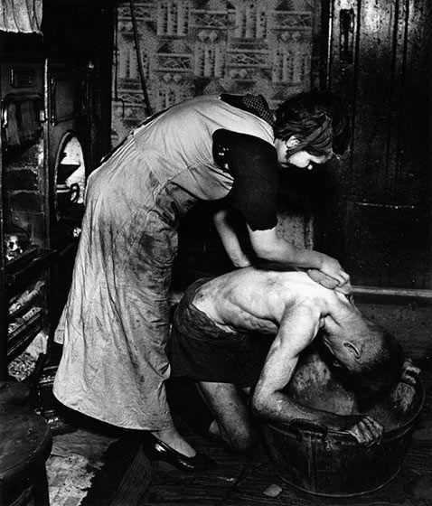 Travail des femmes dans les mines de charbon. 423b9010