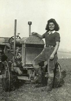 Certaines Photos date de 1939  Les femmes remplace les hommes parti a la guerre  789e3510