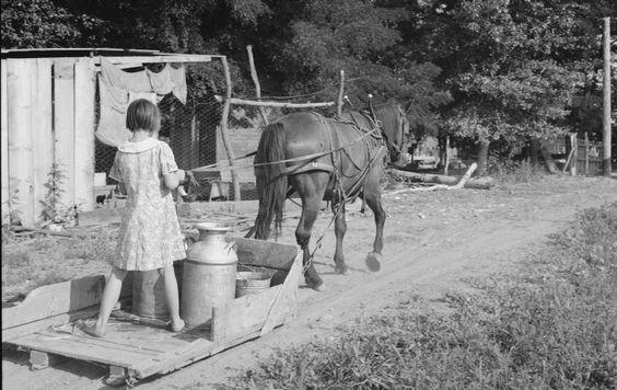 Certaines Photos date de 1939  Les femmes remplace les hommes parti a la guerre  8dfc0d10