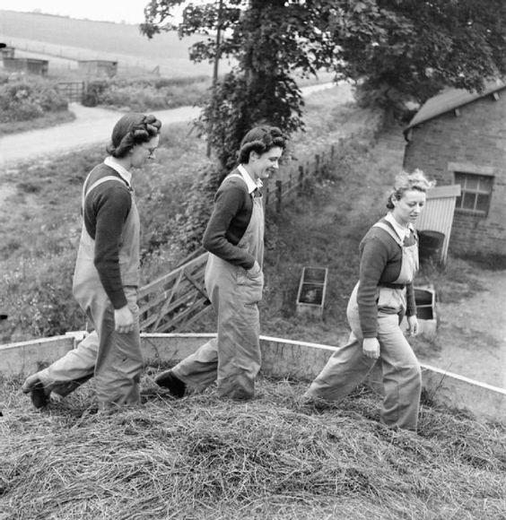 Certaines Photos date de 1939  Les femmes remplace les hommes parti a la guerre  983d8a10