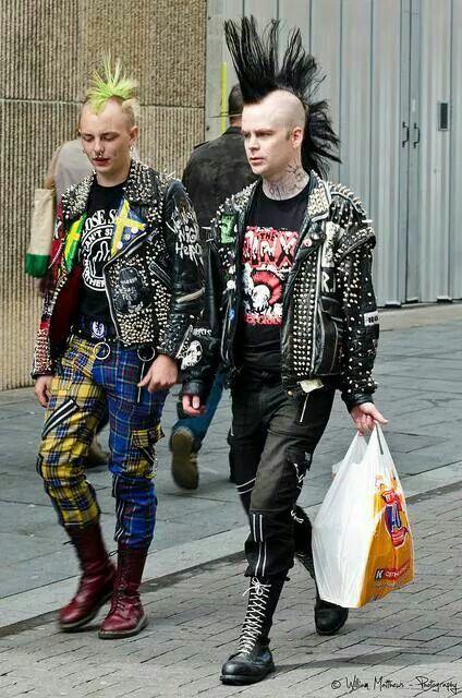 Les années 70 les punks A9897610