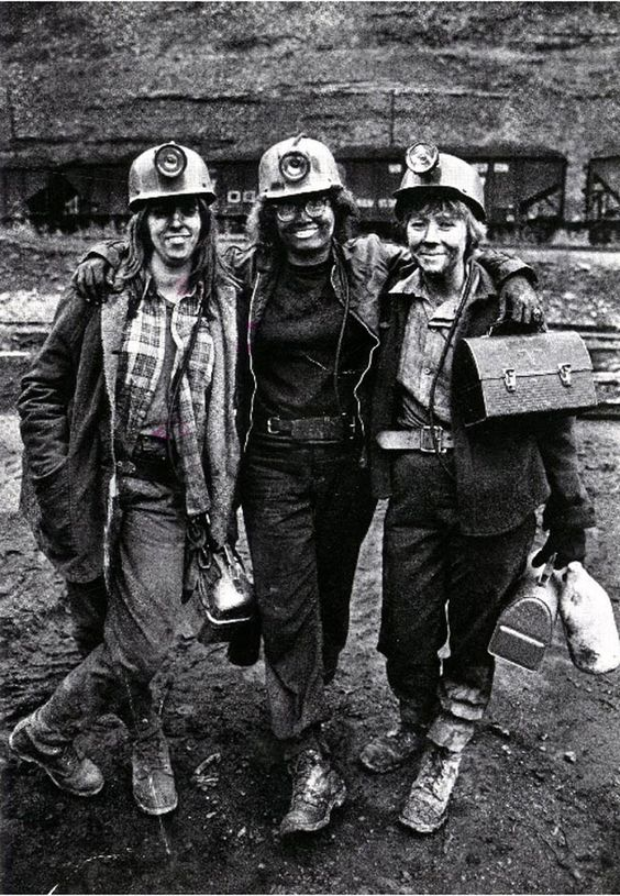 Travail des femmes dans les mines de charbon. B6c4d610