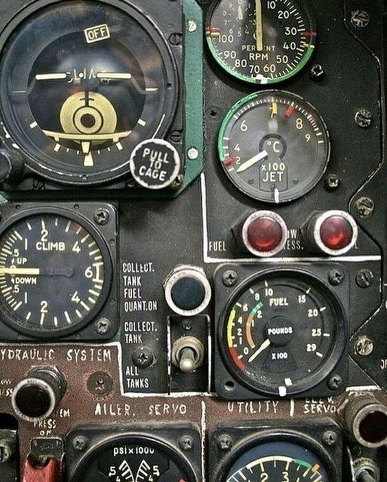Les avions de guerre. Bfde7010