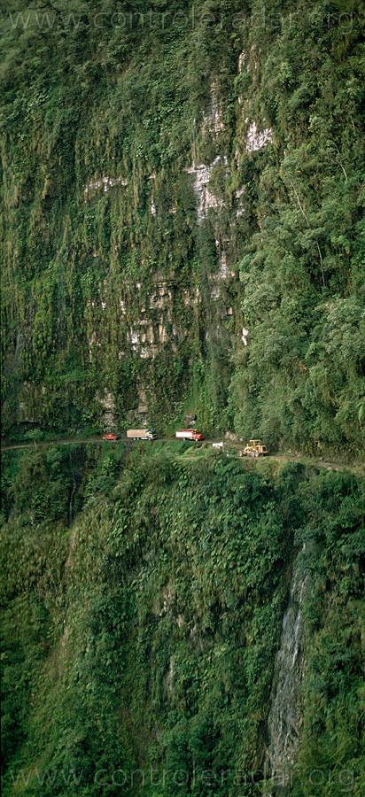 Route de la mort, en Bolivie Camion10