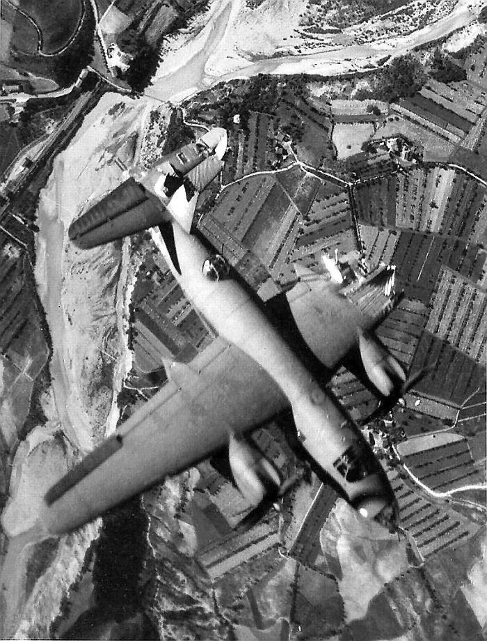 Les avions de guerre. Cf8f3410