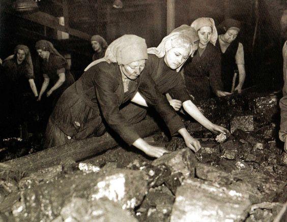 Travail des femmes dans les mines de charbon. Eac54810