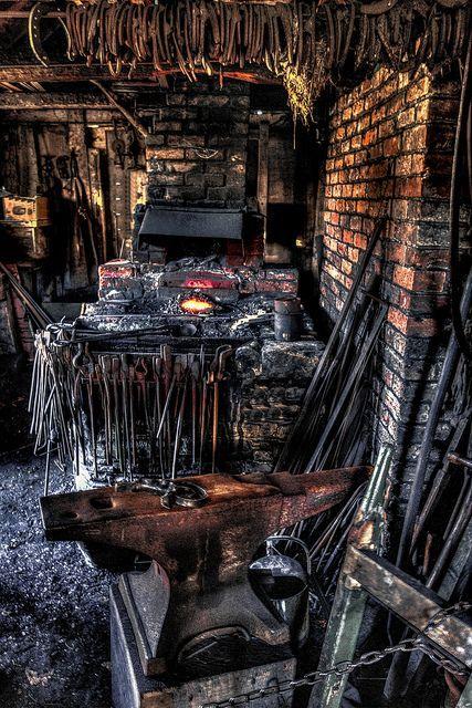 Les forges et les forgerons un métier. Eb116710