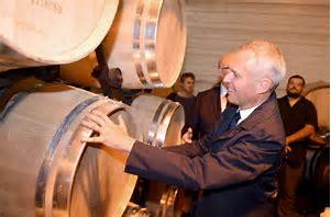 La transition écologique : du champagne pour moi et du jus de robinet pour le peuple  Thhzrv11