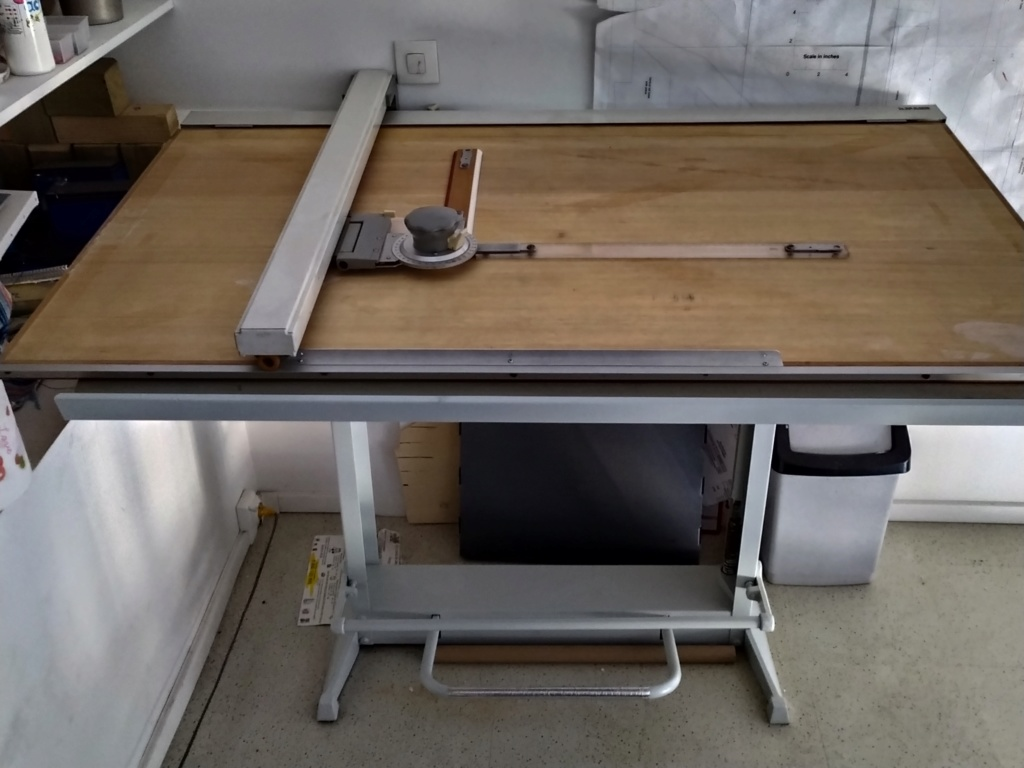 Vends table à dessin rénovée ( vendue merci ) Img_2079