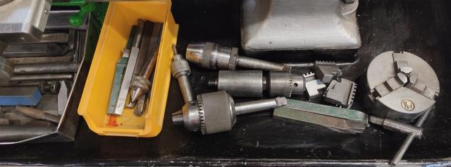 Vend tour à métaux avec de nombreux outils Img_2141