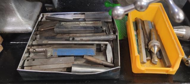 Vend tour à métaux avec de nombreux outils Img_2142
