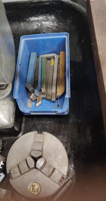 Vend tour à métaux avec de nombreux outils Img_2144