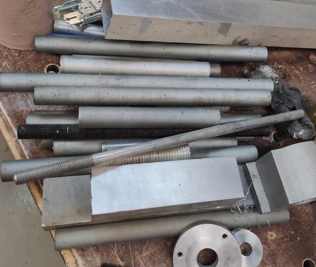 Vend tour à métaux avec de nombreux outils Img_2145