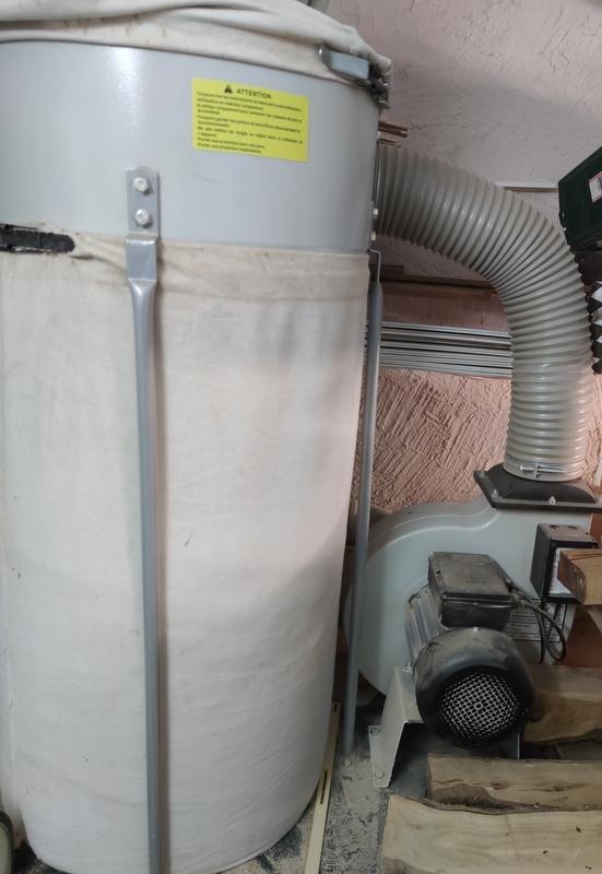 A vendre aspirateur  Holtzling 2Cv / Perceuse à colonne Img_2158
