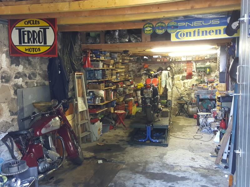 Les plus beaux garages - Page 2 20180956