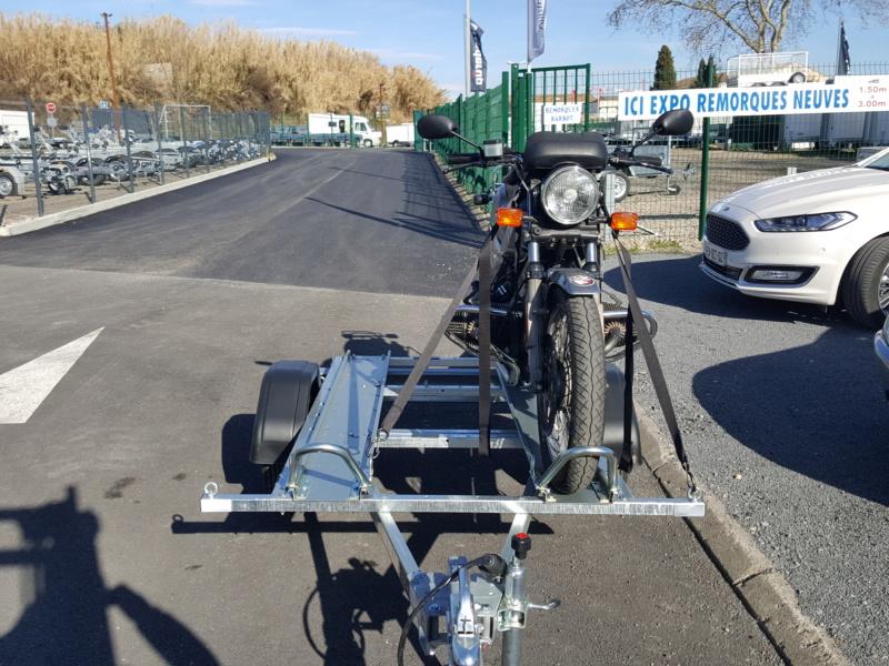 remorque porte 2 motos , dont un vieux flat 20190213