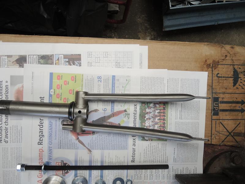 Fissures du pivot de la fourche titane de Brompton - Page 2 Dscn5913