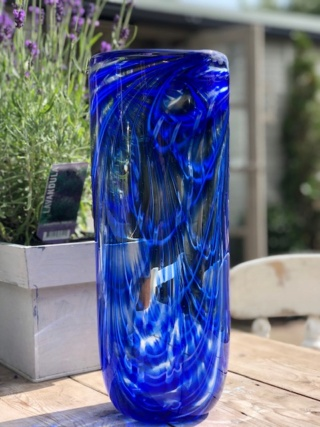 please can anyone identify this beautiful glass vase ? Img_1512