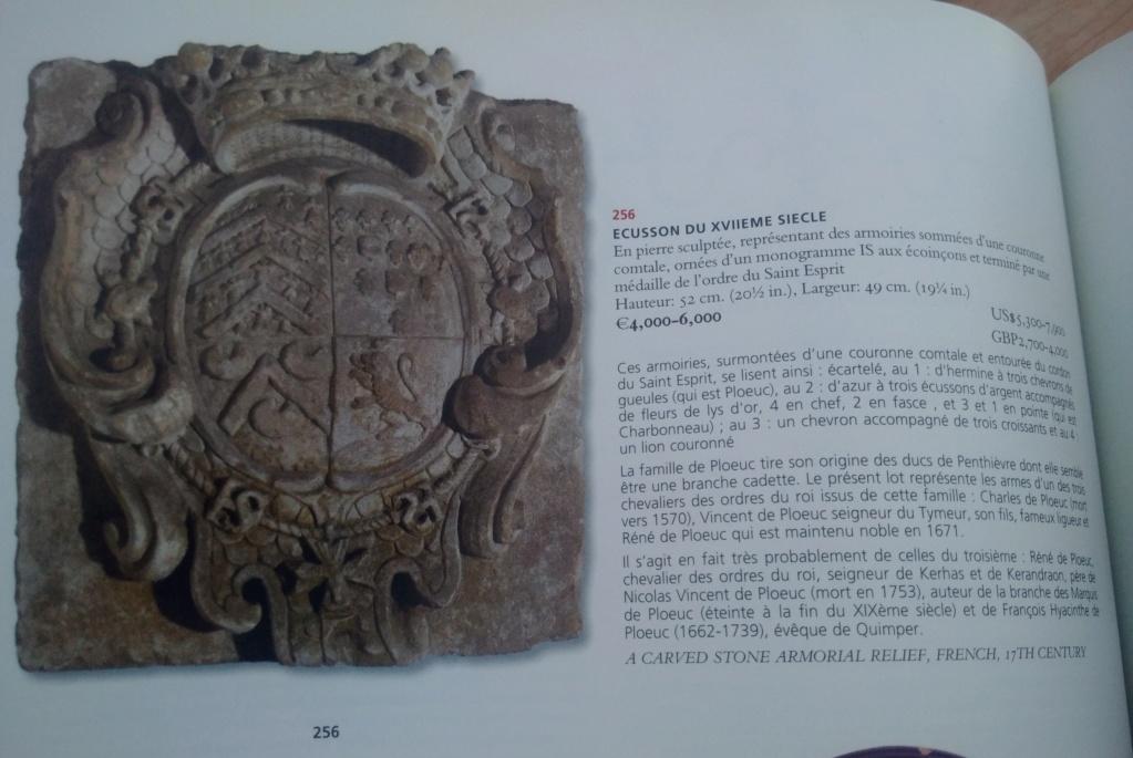 pierre sculptée avec armoiries familles Villeneuve Charbonneau DesNOS de la Gueriniere Img_2028