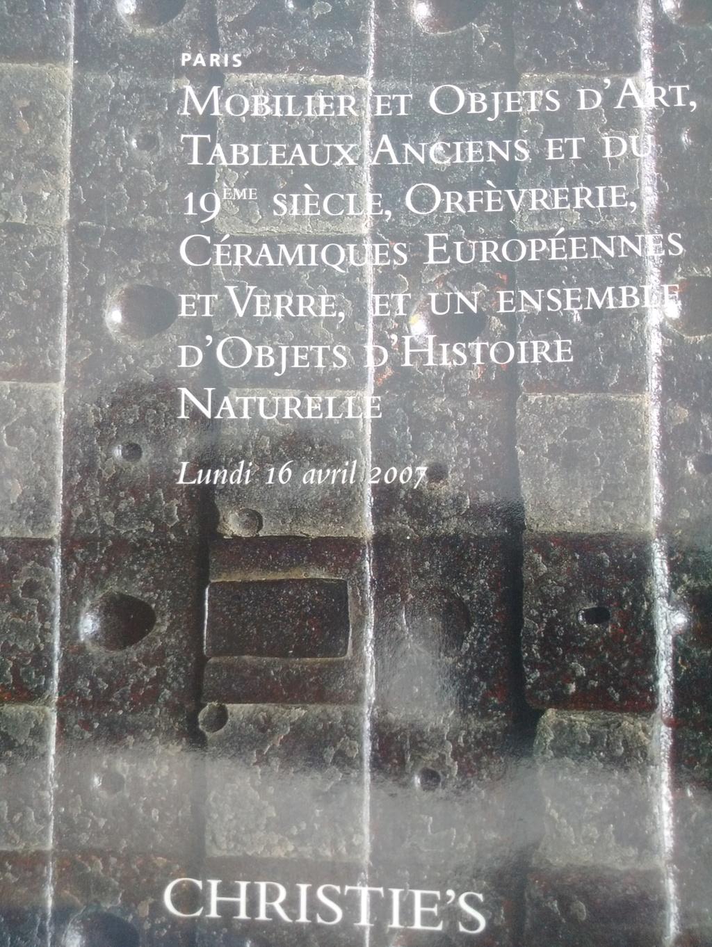 pierre sculptée avec armoiries familles Villeneuve Charbonneau DesNOS de la Gueriniere Img_2031
