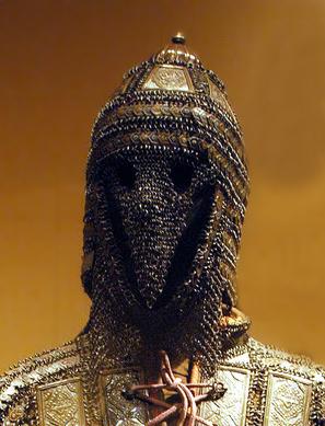 مهدي يلبس زيا عسكريا جميلا لون الفضه وعليه درعا من فضه Antiqu11