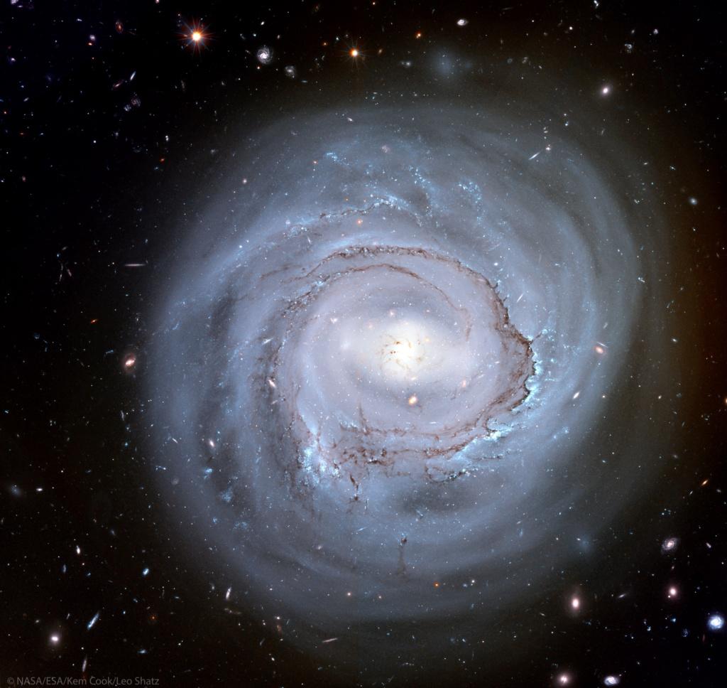 La spirale anémique de NGC 4921 vue par Hubble Ngc49210