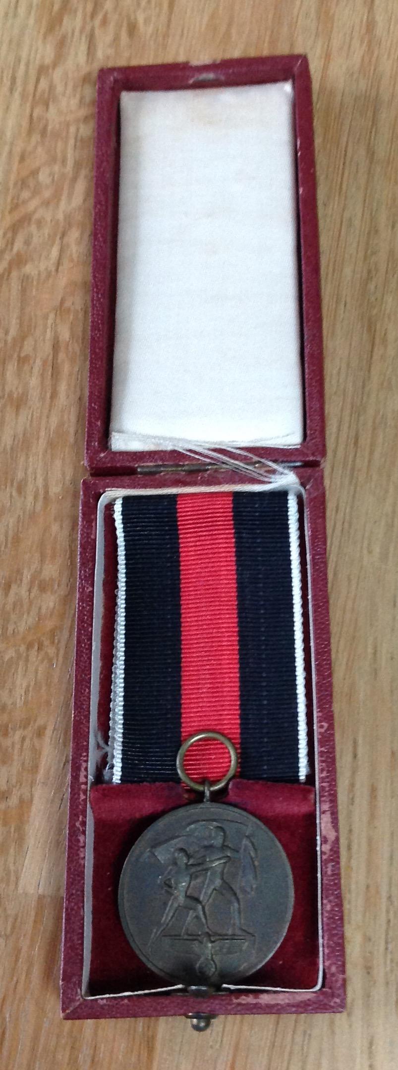 Médaille allemande et sa boîte  Img_6329
