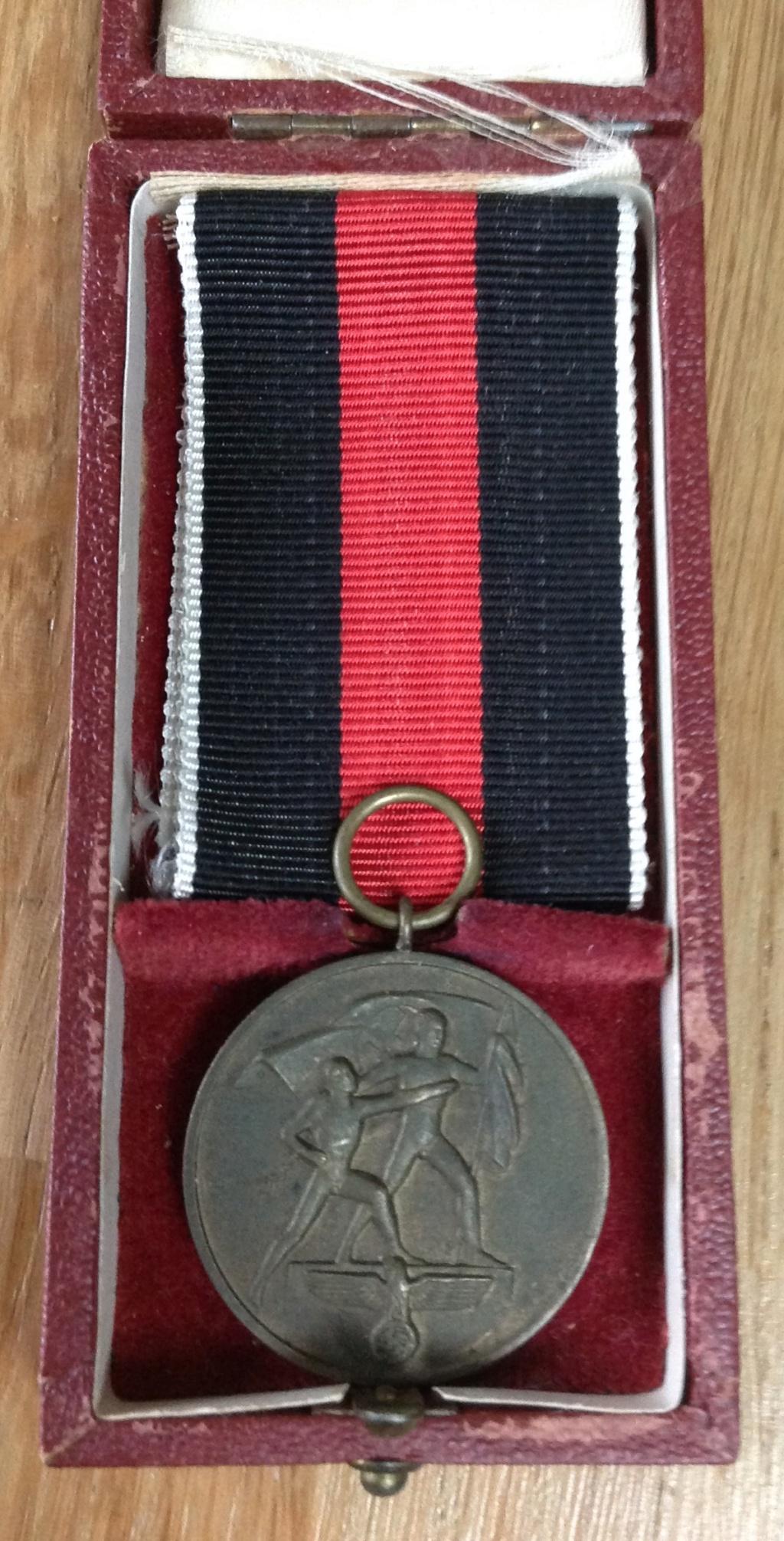 Médaille allemande et sa boîte  Img_6332