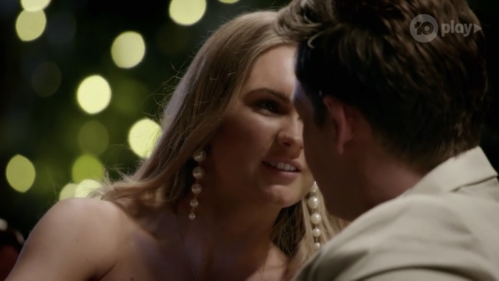 Bachelor Australia - Matt Agnew - Season 7 - Screencaps - *Sleuthing Spoilers* - Page 63 82a5f210