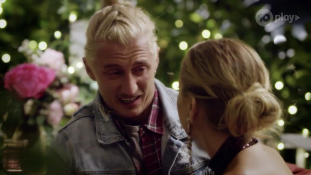 Bachelorette Australia - Angie Kent - Season 5 - ScreenCaps - *Sleuthing Spoilers* - Page 5 D9debd10