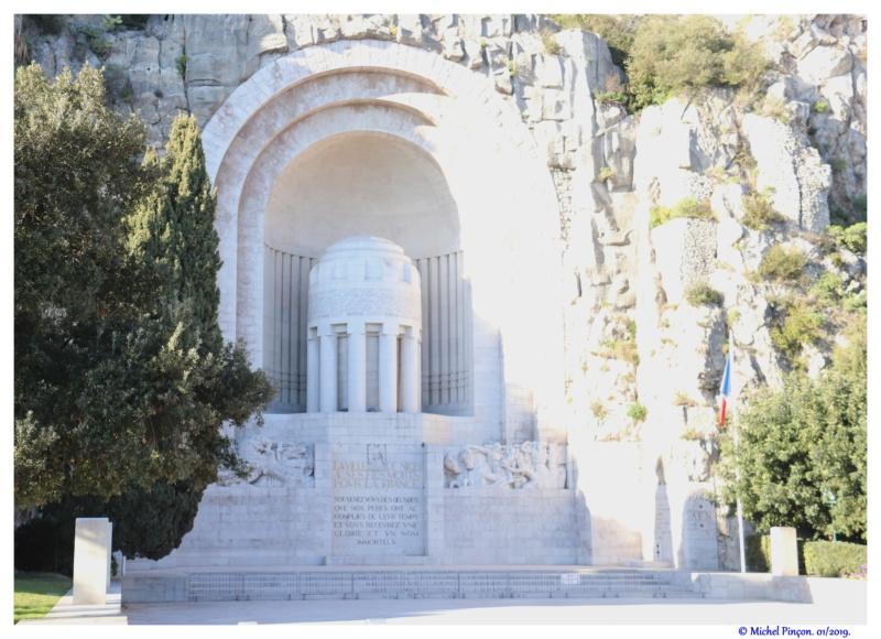 [Histoires et Histoire] Monuments aux morts originaux Français Tome 2 - Page 10 Dsc02225