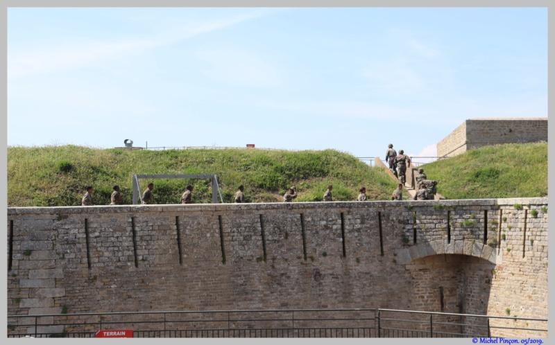 [ Histoires et histoire ] Monuments aux morts originaux Français Tome 2 - Page 11 Dsc03456