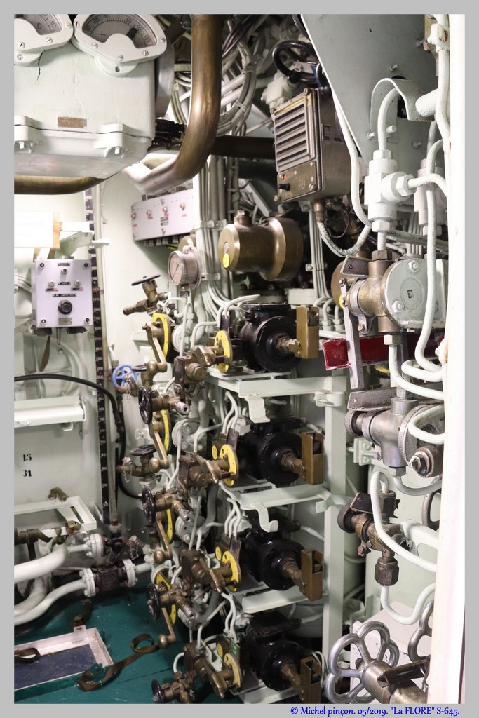 [Les Musées en rapport avec la Marine] Sous-Marin  Flore - Page 19 Dsc04681