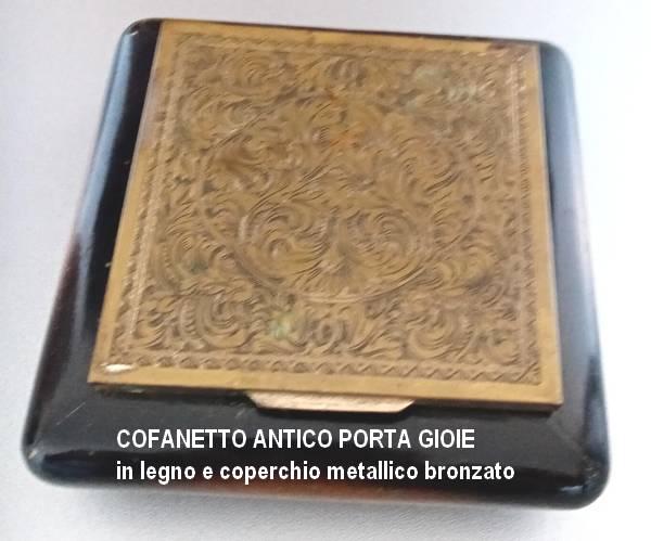 Vendo cofanetto antico Cofane10