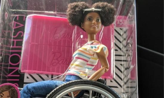 Barbie noire en fauteuil roulant  Barbi10