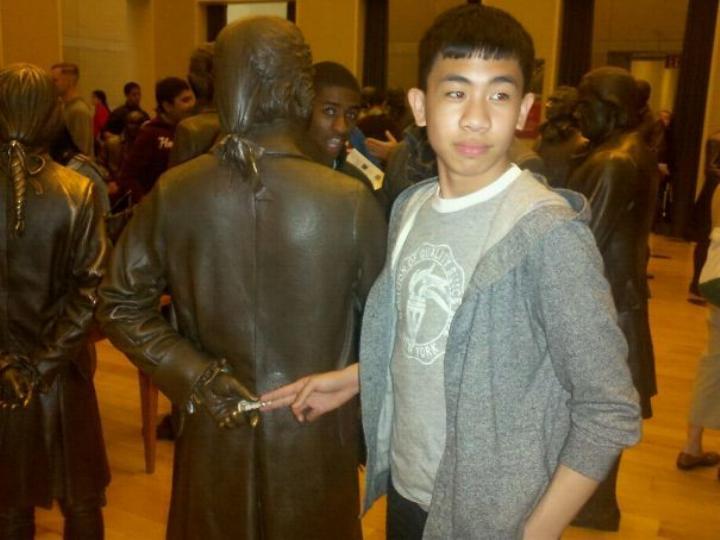 .Amusement avec des statues * G_0439